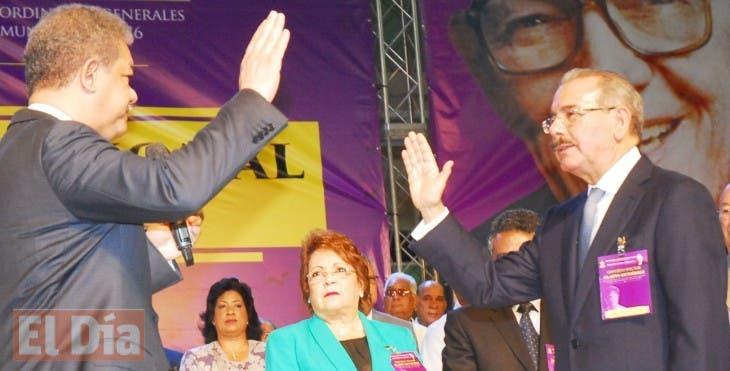 En un acto celebrado en el centro olimpico,se selebro la asamblea general del PLD,para escojer y juramentar al presidente Danilo Medina,como su presidente para el 16 de mayo del año 2016/foto Jose de Leon