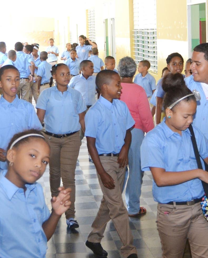 Presidente Medina deja formalmente iniciado el año escolar 2017