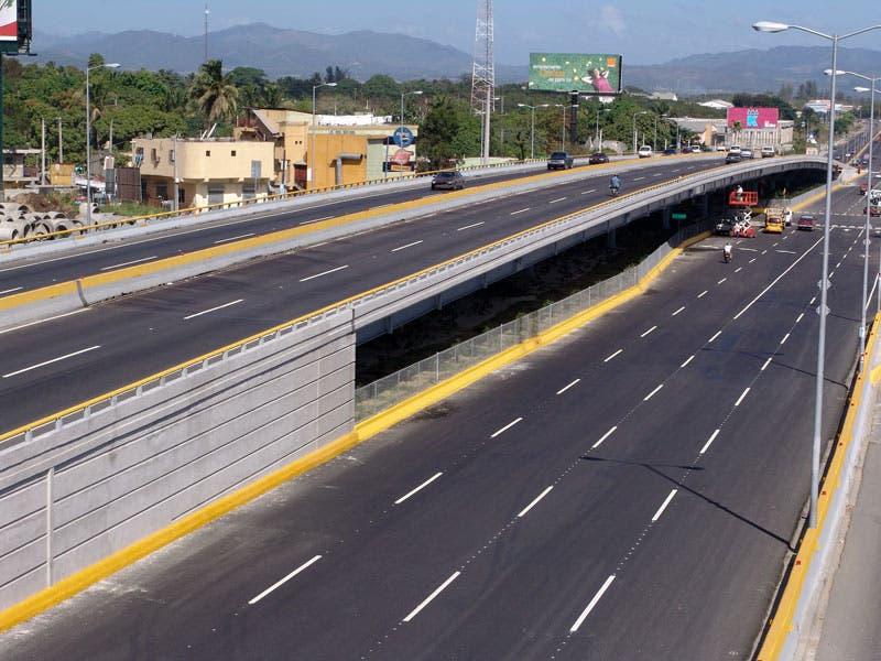 Obras Públicas acondiciona puentes peatonales y elevados