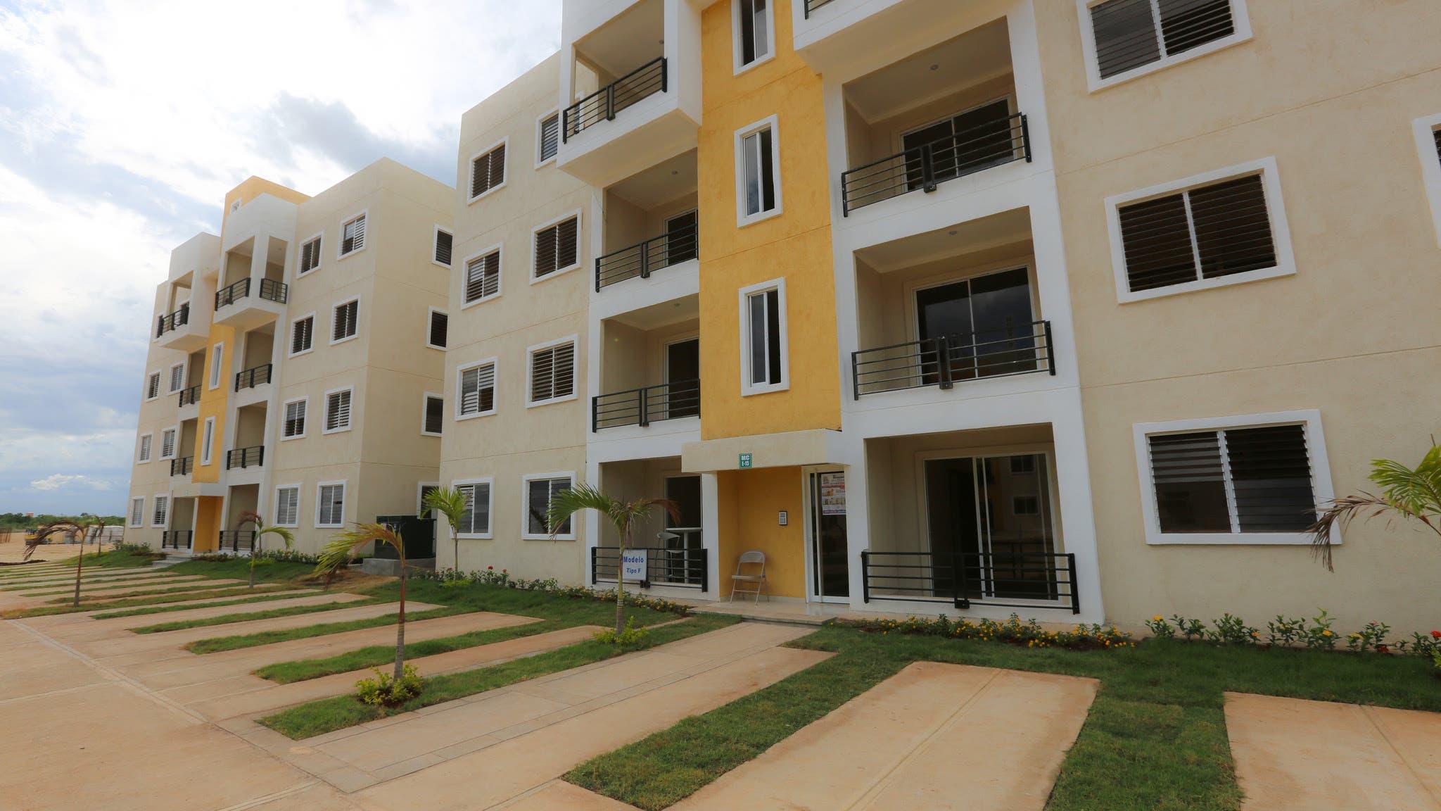 Ya están terminados unos tres mil apartamentos.