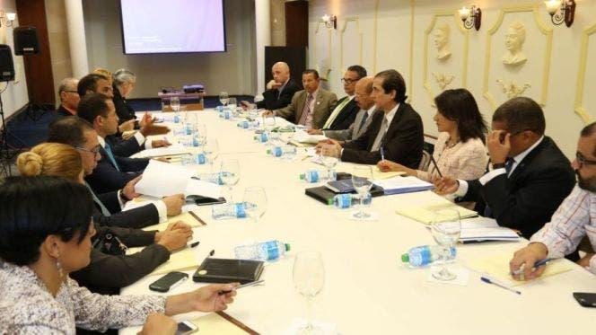 Montalvo se reúne con Comisión Presidencial para Reforma Municipal