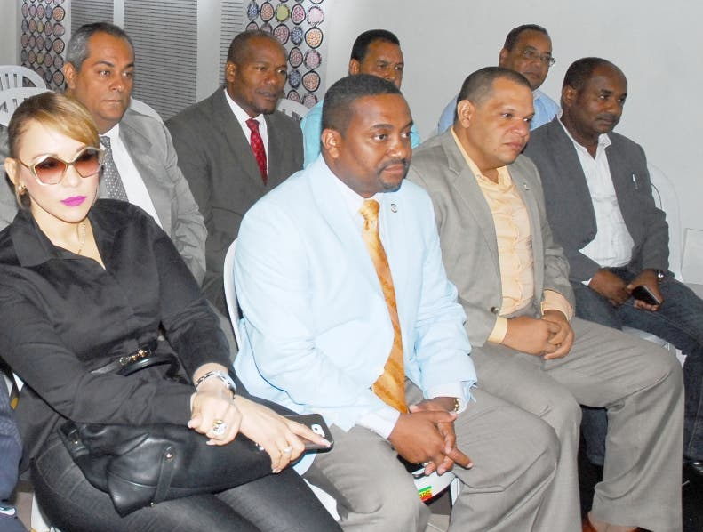 La comisión electoral del PLD,se reunió en la casa principal del partido con los alcaldes del gran Santo Domingo,/foto Jose de Leon