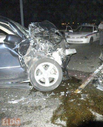accidente entre dos vehiculos que transitavan por el malecon donde resultaron eridos ambos conductores /hoy jose justo feliz /22-9-007