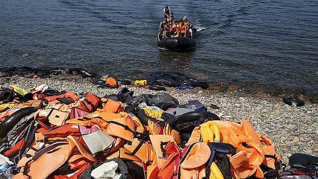 """Cónsul honoraria de Francia le """"vendió botes y salvavidas"""" a inmigrantes"""
