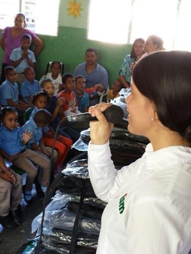 ISM entrega útiles escolares en Santiago Rodríguez