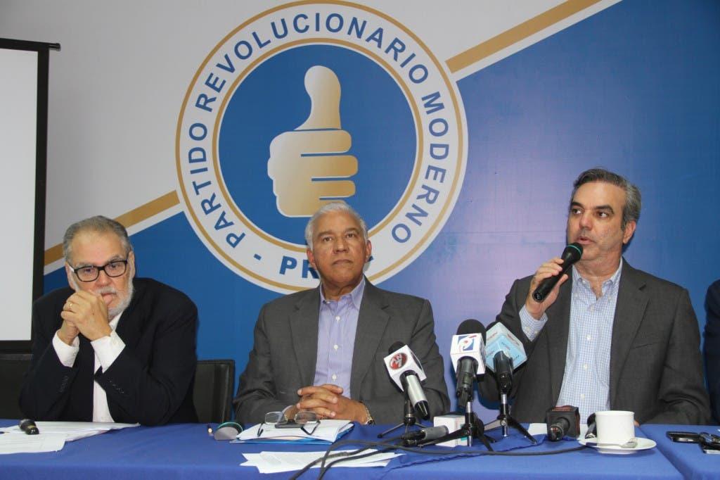 Foto de Luis durante la rueda de prensa en el partido hoy 1
