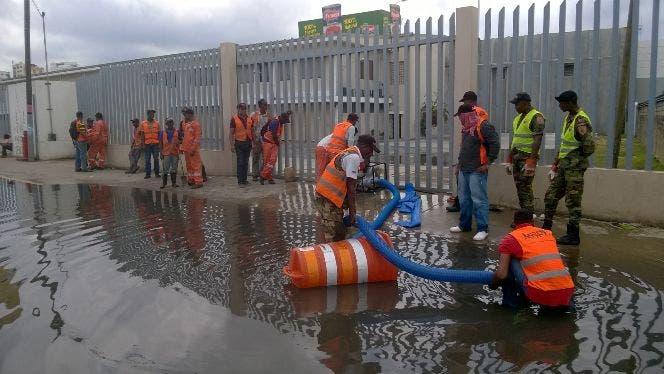 Obras Públicas realiza operativo de limpieza en filtrantes de la capital