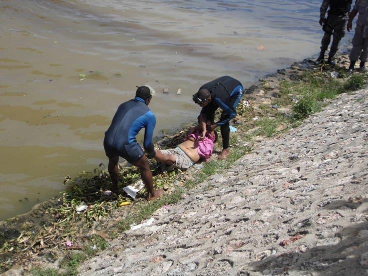 Mujer de 60 años se suicida al lanzarse del puente Juan Bosch