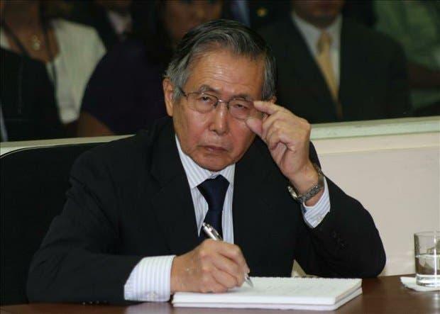 Fujimori es internado en una clínica de Lima para ser sometido a exámenes