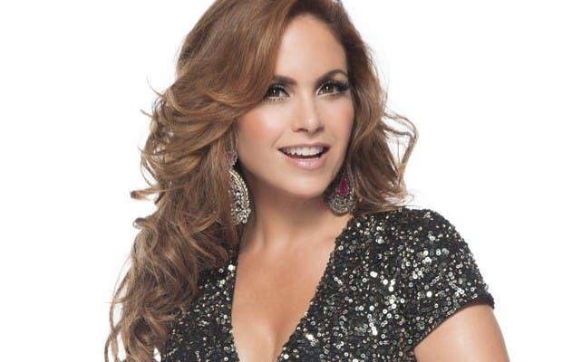 La cantante mexicana Lucero conducirá los Latin American Music Awards