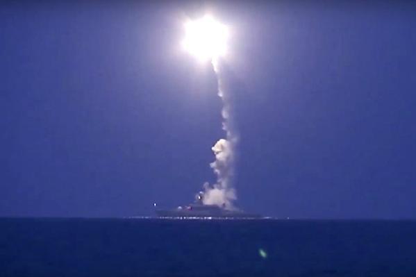 Rusia redobla su apuesta en Siria lanzando misiles «contra posiciones de Estado Islámico»