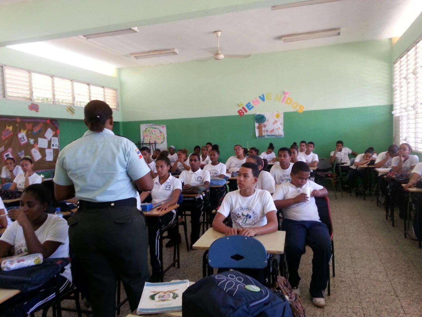 AMET capacita y orienta más de 600 personas sobre educación vial