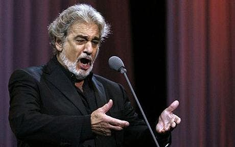 Tenor singer Placido Domingo performs at his concert in Lisbon...Tenor singer Placido Domingo of Spain performs at his concert in Lisbon May 2, 2007. REUTERS/Jose Manuel Ribeiro (PORTUGAL)