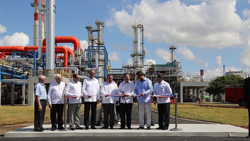 El presidente Danilo Medina reinaugura refinería