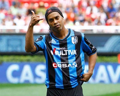 Ronaldinho cumple un mes en prisión en medio de crisis por Coronavirus