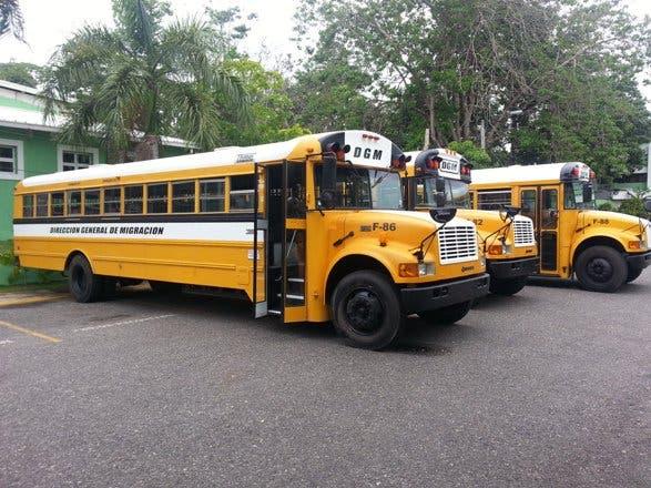 Un muerto y 12 heridos al accidentarse autobús repleto de haitianos