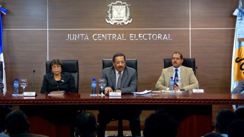 JCE continuará emitiendo cédulas, pero solo servirá como documento de identidad, no para votar