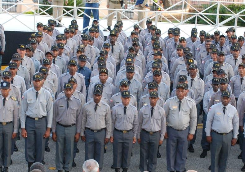 Policía tiene más de mil coroneles