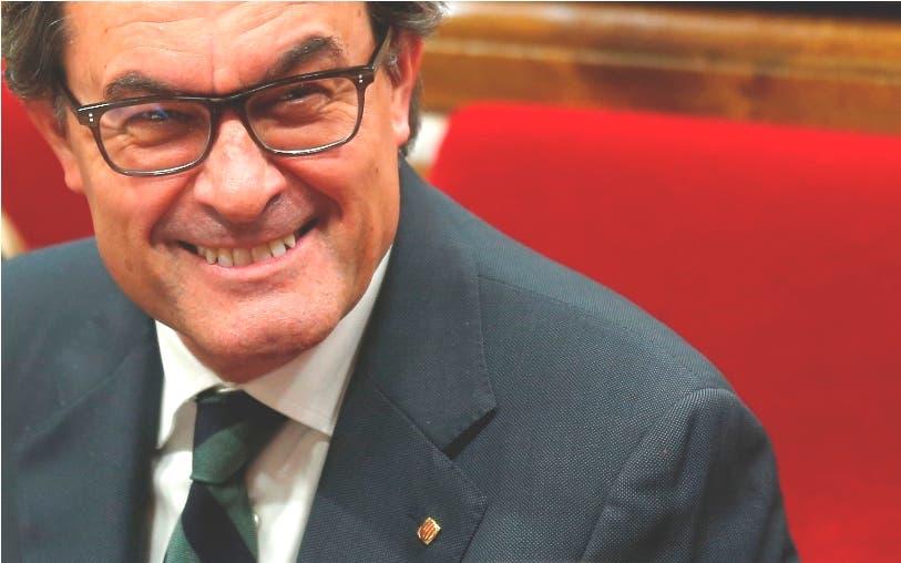 Tribunal Constitucional español suspende la moción independentista catalana