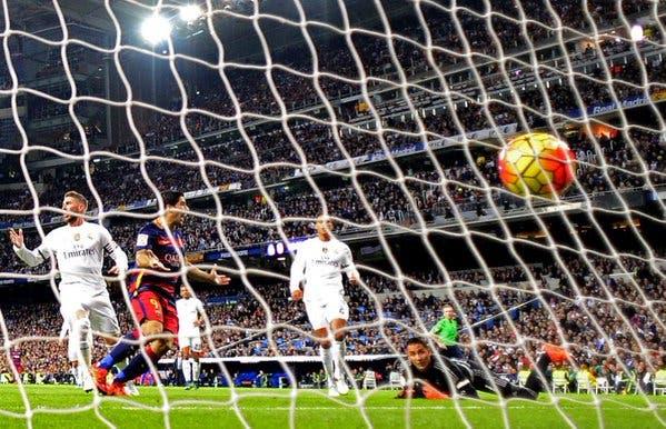 El Barça logra su triunfo más amplio en el Bernabéu