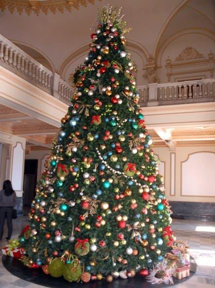 Descoraciones  navideña en el palacio nacional/foto Jose de Leon