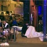 Los terroristas dispararon ráfagas contra la multitud.