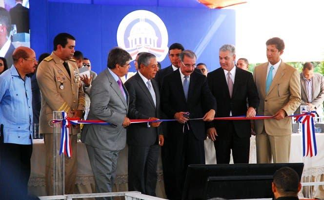 Danilo Medina inaugura paso a desnivel avenida 27 de Febrero con Privada