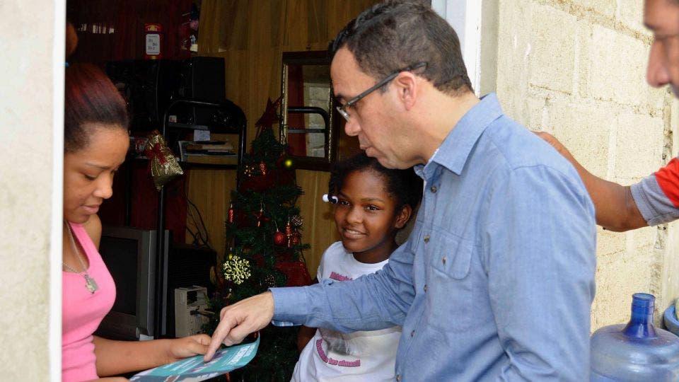 Canciller Navarro encabeza operativo para combatir dengue en Los Girasoles