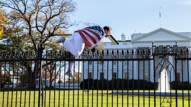 hombre-Casa Blanca