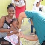 Los padres deben llevar a vacunar a sus hijos.