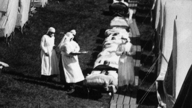 La pandemia de gripe de 1918, conocida como la gripe española, fue más letal entre las personas de 20 a 40 años.