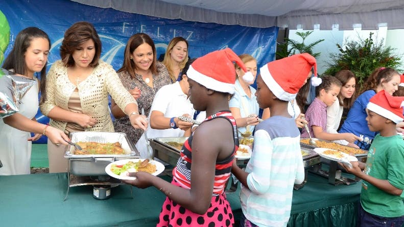 Como todos los años,la vice presidenta Margatita Cedeño,ofrecio su acostumbrado almuerzo navideño en la biblioteca infantil, a cientos de niños pobre/foto Jose de Leon