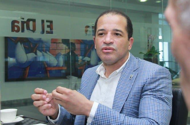 José Tomás Pérez lamenta la pérdida de fenecido alcalde Juan de los Santos
