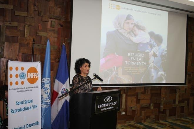 La representante auxiliar de UNFPA en República Dominicana, Sonia Vásquez, habla en la presentación del Estado de la Población Mundial 2015