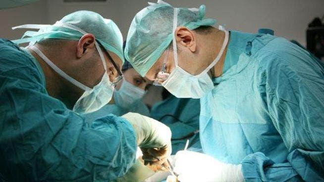 cirugia-cirujanos-operacion_MDSIMA20121004_0276_4