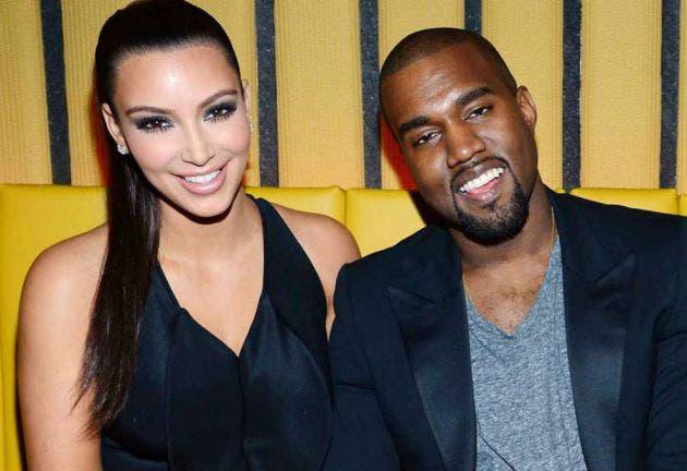 Kanye West junto a su esposa Kim Kardashian.