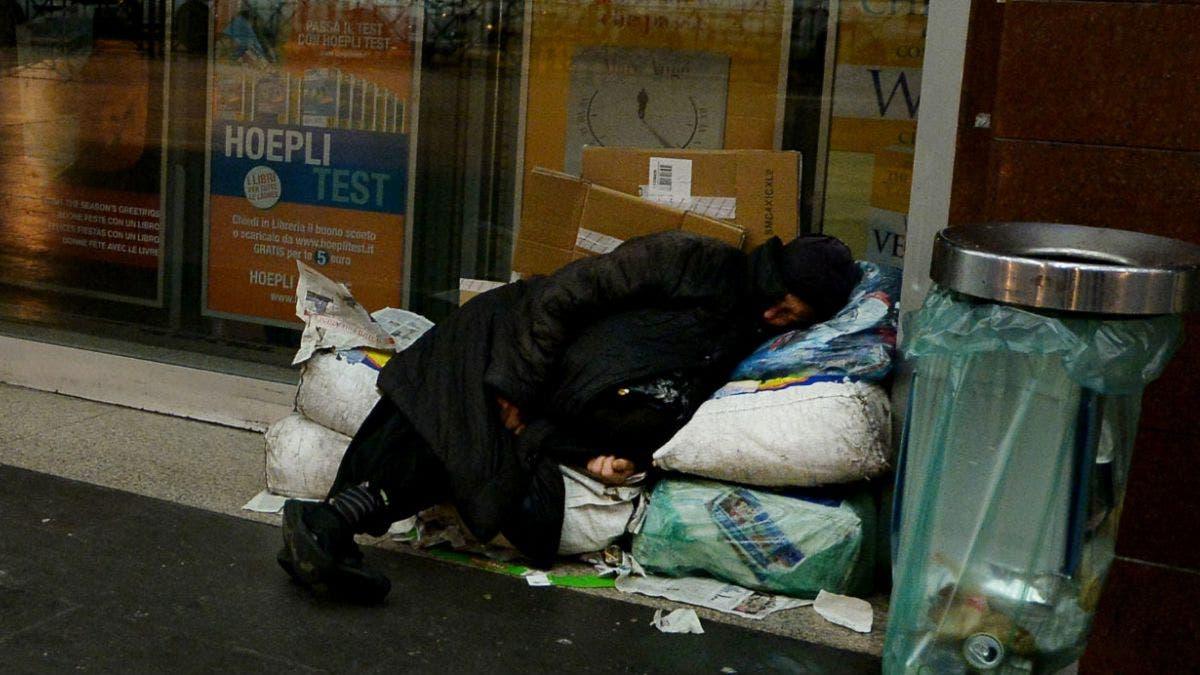 Gobernador de Nueva York firma decreto para proteger a vagabundos en invierno