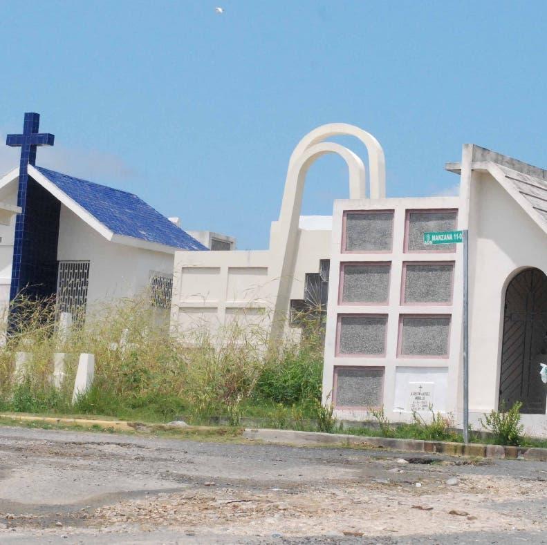 Reportaje al Cementerio Cristo Redentor Santo Domingo Republica Dominicana. 20 de septiembre de 2010. Foto Pedro Sosa
