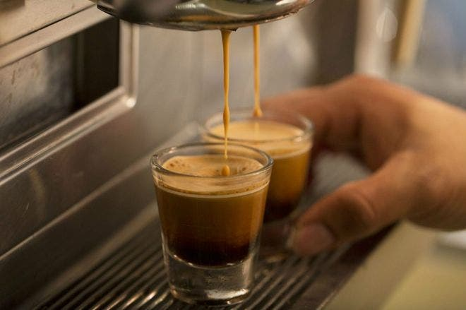 Café para adelgazar y pensar mejor, la dieta que triunfa en EE.UU