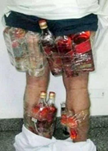 Árabe es detenido con 14 botellas de licor en ropa interior