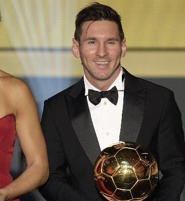 Messi ofrece su quinto Balón de Oro al Camp Nou