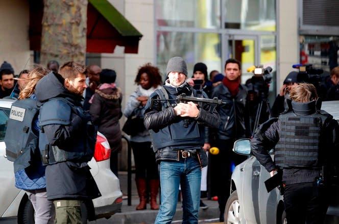 Hombre abatido en París tenía chaleco bomba falso
