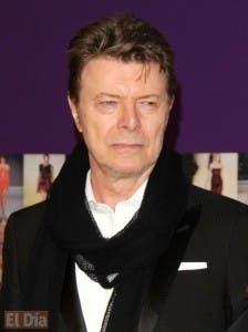 En esta imagen de archivo del 7 de junio de 2010, David Bowie asiste a la entrega de los Premios de Moda CFDA de 2010 en Nueva York. David Bowie, el innovador y emblemático cantante cuya carrera abarcó cinco décadas, murió el domingo tras una batalla con un cáncer. Tenía 69 años. (AP.