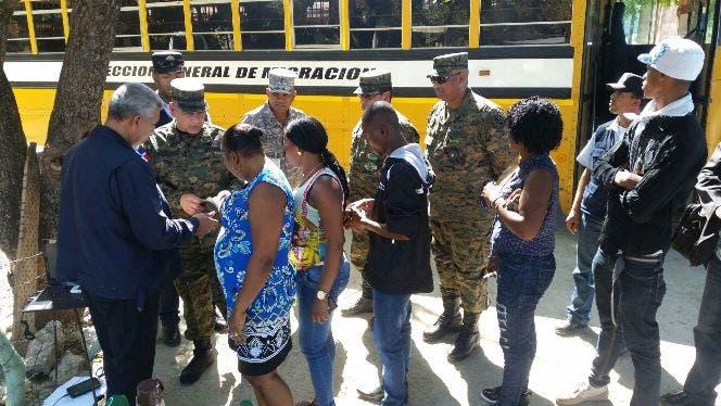 Director de Migración y jefe del Ejército supervisan operaciones migratorias en la frontera