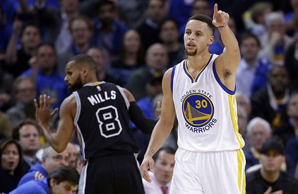 Curry y Warriors destrozan a Spurs