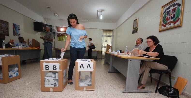 Durante la elecciones para escoger las nuevas autoridades de la Universidad Autónoma de Santo Domingo (UASD) en la sede central de esa academia, Santo Domingo Republica Dominicana. 15 de febrero de 2011. Foto Pedro Sosa