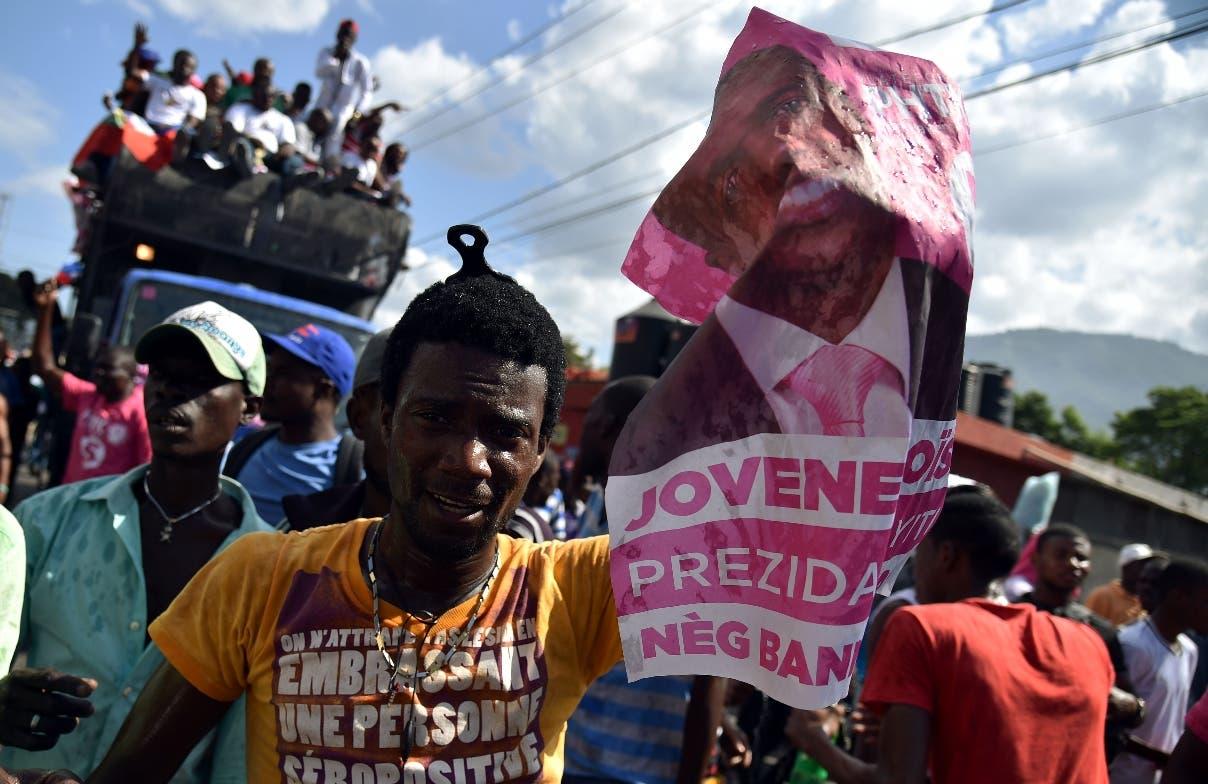 Martelly negocia para evitar que Haití caiga en un vacío político