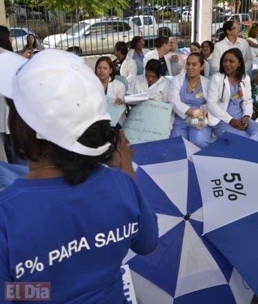 Paros en los Hospitales en demanda de un aumento del 5 por ciento del producto interno bruto. Fto: Elieser Tapia.