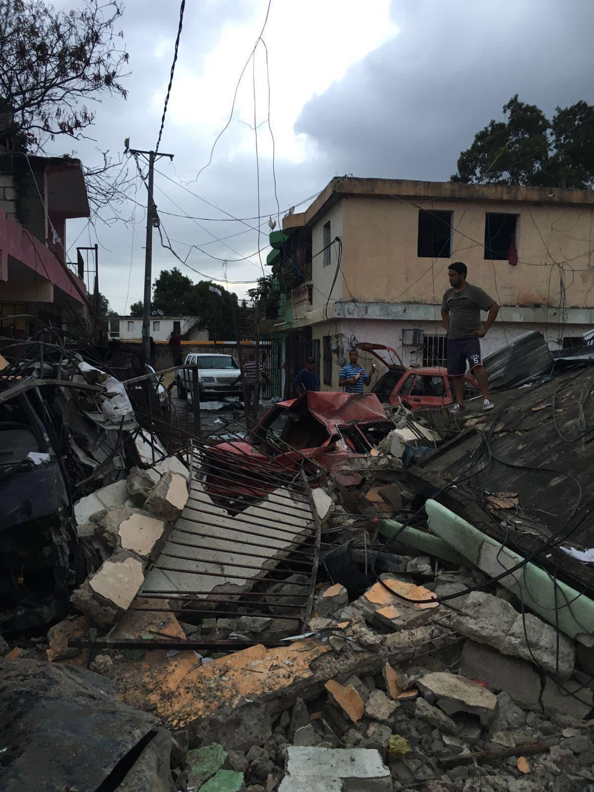 Explosión deja al menos doce heridos, casas desplomadas y edificio de tres pisos colapsado