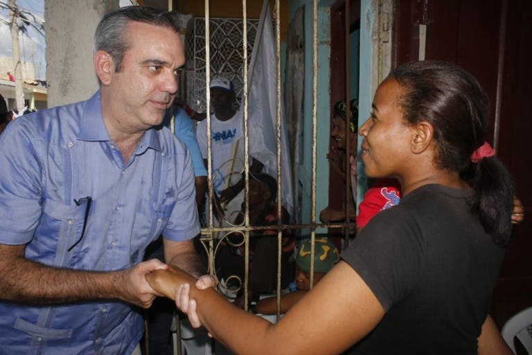 Luis Abinader promete rescatar sectores productivos de San Pedro de Macorís
